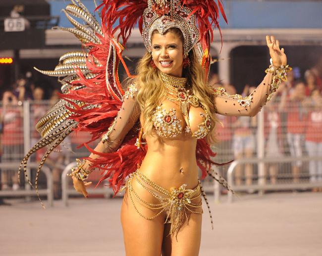 фото сочной танцовщицы