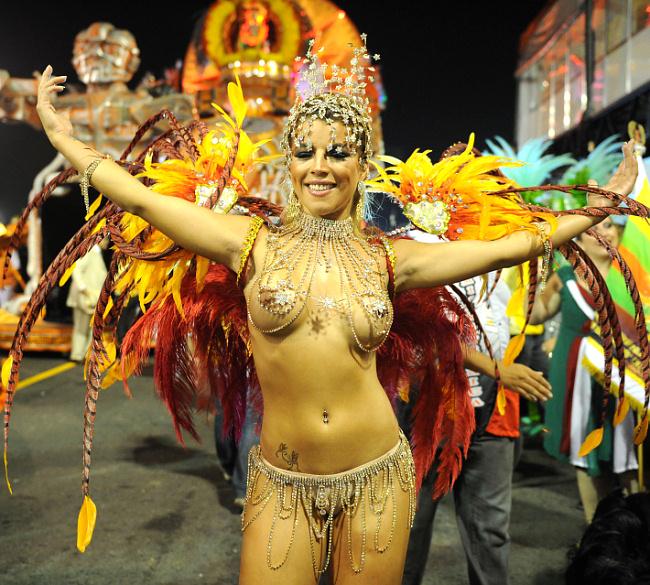 Самые сексуальнные девушки на карнавале в бразилии